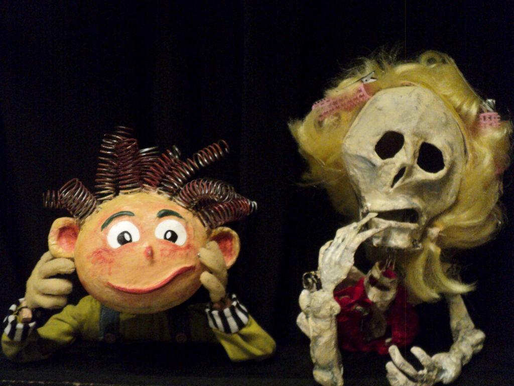 Las marionetas de Carmelo y Catrina