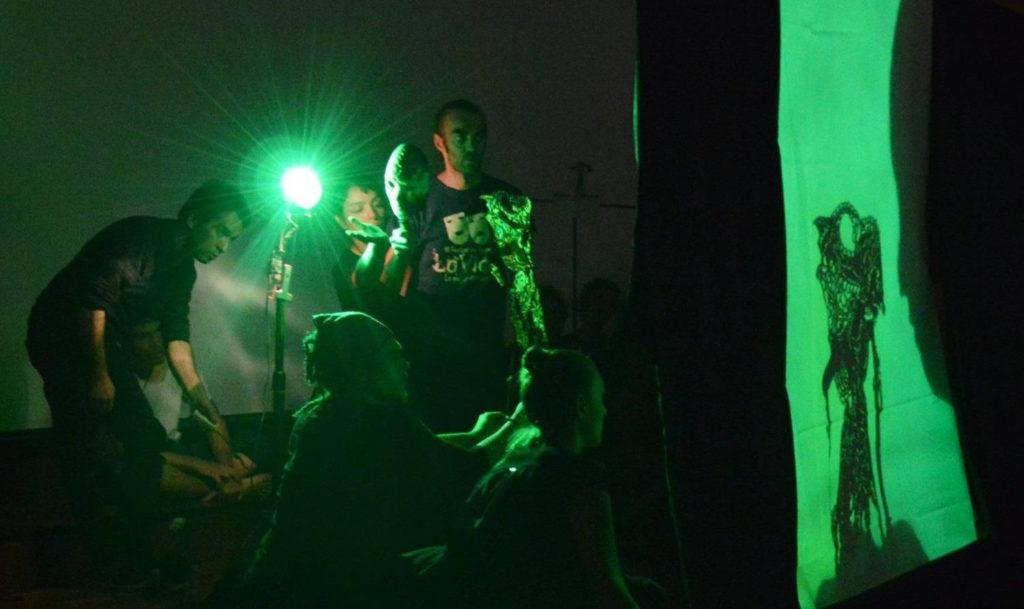 Residencia artística sobre teatro de sombras