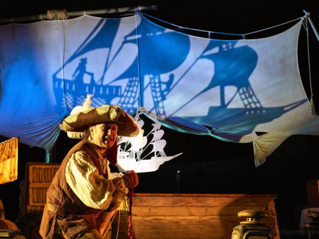 Espectáculo de piratas y sombras