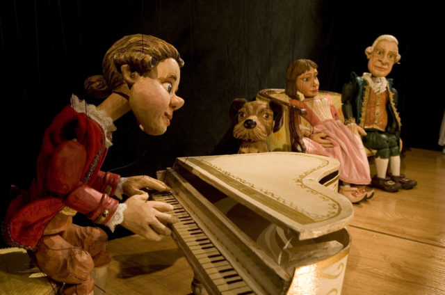 Do, Re, Mi, Mozart juega aquí