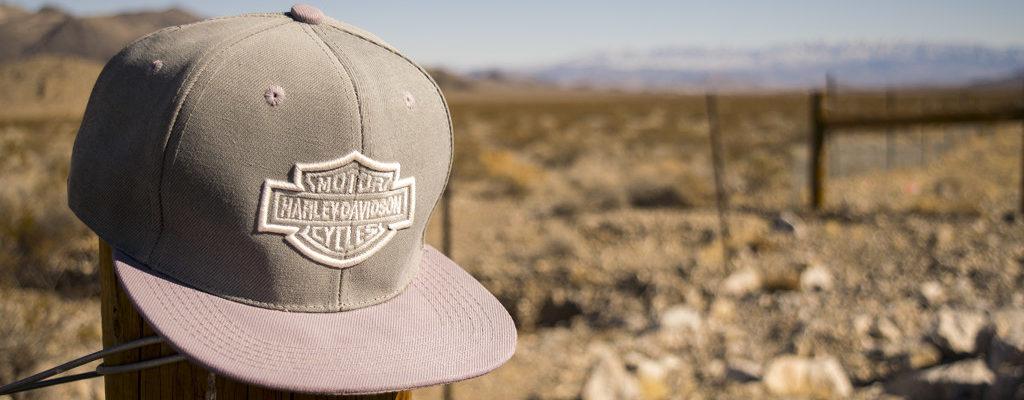 Gorra en el desierto